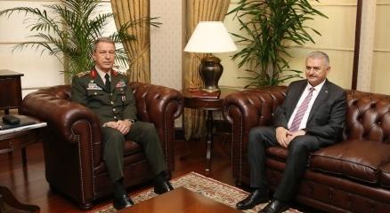 Başbakan Yıldırım Orgeneral Akar ile görüştü haberi