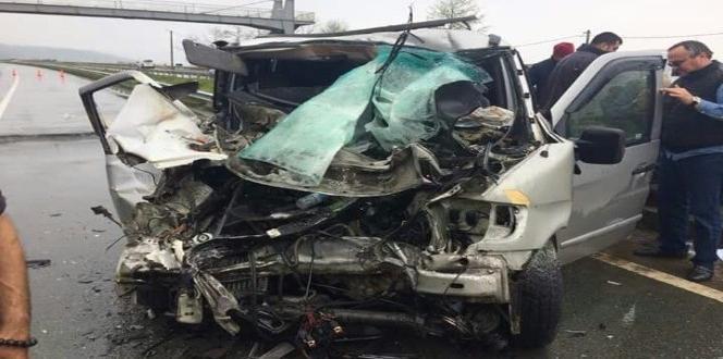 Rize'de itfaiye aracı Gürcü plakalı minibüsle çarpıştı: 1 ölü, 6 yaralı