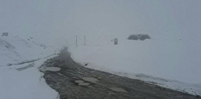 Rize-Erzurum karayolu Ovit Geçidi kar nedeniyle yeniden ulaşıma kapandı