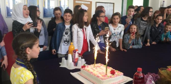 Bosnalı çocuk hayranları Elif ile buluştu