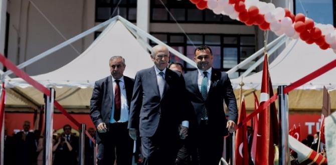 Devlet Bahçeli pankartı görünce Erdoğan'a seslendi