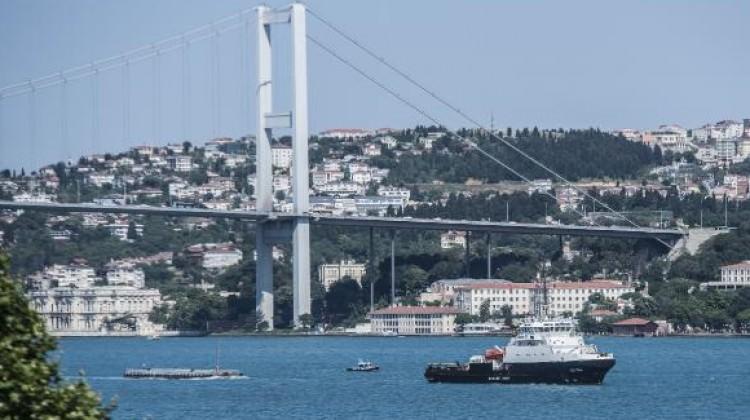 Arama-kurtarma gemisi İstanbul Boğazı'ndan geçti