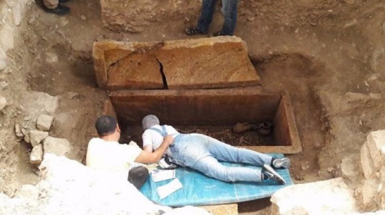 Balıkesir'de 2500 yıllık mezar açıldı!