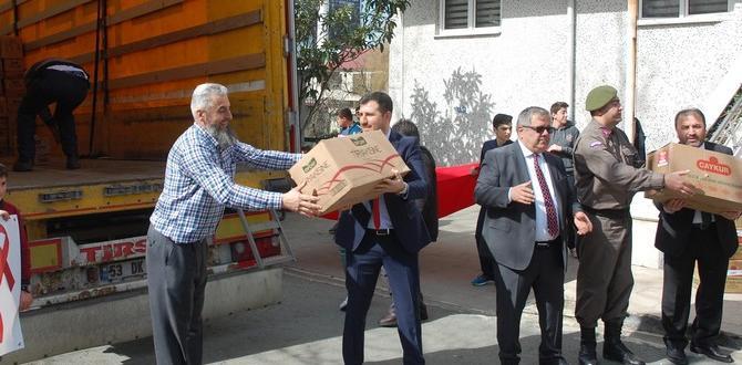 İyidere'den Afrin'e 2 Tır Dolusu Malzeme Yola Çıktı
