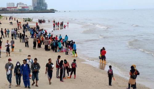Endonezya'da denizde petrol sızıntısı