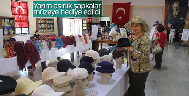60 takvim şapkalar müzeye bağışlandı