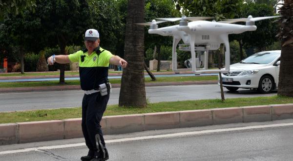 Adana'da drone'lu trafik uygulaması