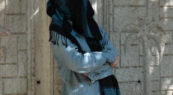Adana'da yüzü kapalı bayan paniği
