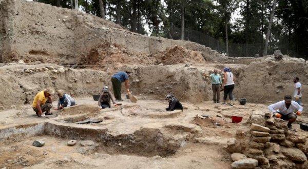 Domuztepe'de 8 bin takvim jilet bıçağı ve kirmen bulundu