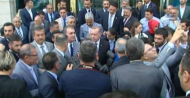 Erdoğan AK Parti Binası Önünde Myk Üyeleriyle Resim Çektirdi