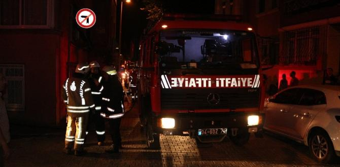 Fatih'te 4 katlı binada yangın