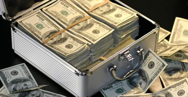 Maaş Diye Hesabına Yanlışlıkla 500 Bin Dolar Yatırılan Memur, Parayı İade Etti