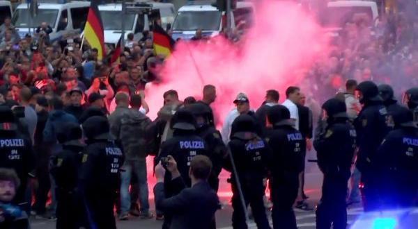 Merkel ırkçı atak eylemini kınadı