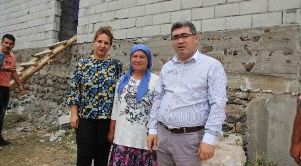 Muş'ta yalnız yaşayan kadına kaymakamdan ev
