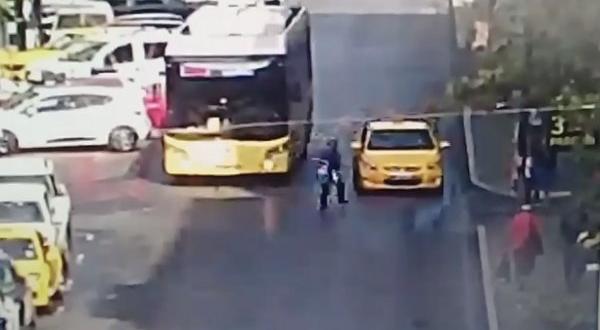 Şişli'de taksiye çarpan yayalara ait yaralandı