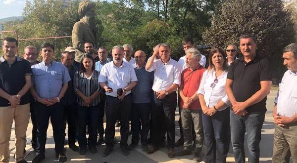 Tunceli'de Geçişlerine Müsade Verilmeyen Hdp'liler Oturma Eylemi Yaptı (2)