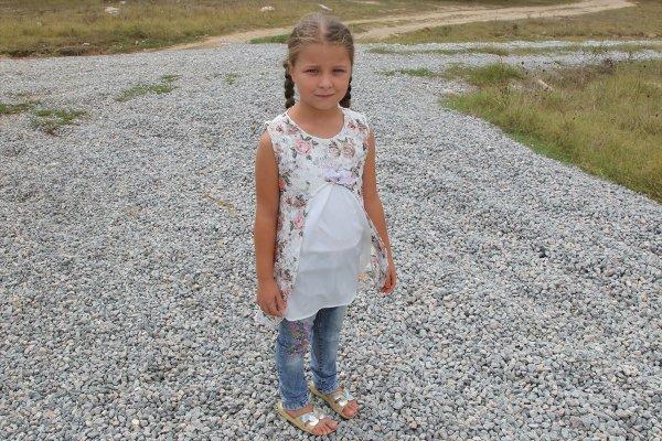8 yaşındaki Melike yol olmadığı için okula gidemiyor