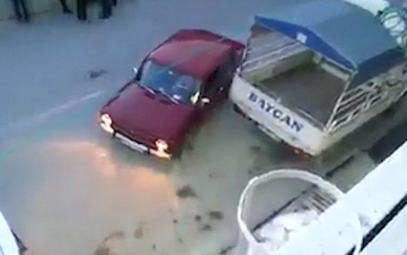 Aracını park edemeyince bulduğu yöntem izleyenleri kırdı geçirdi