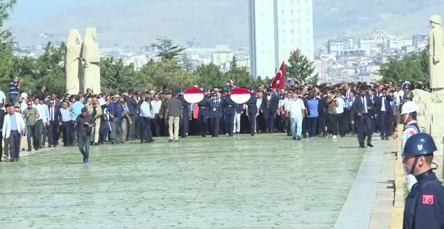 CHP'den Anıtkabir'e '95. Yıl' Ziyareti