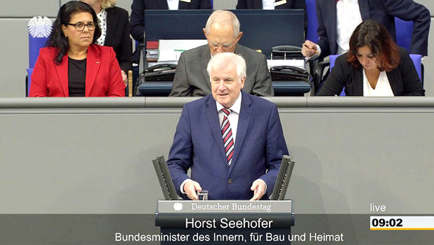 Göçmenler Sorunların Anasıdır' Diyen İçişleri Bakanı Konuşurken, Oturumu Yöneten Başkanlık...