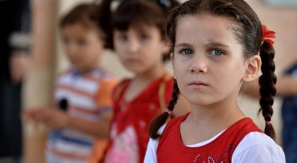 İdlib'de okula giden çocuklar