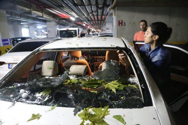 Kastamonu'da dolu araba camlarını kırdı