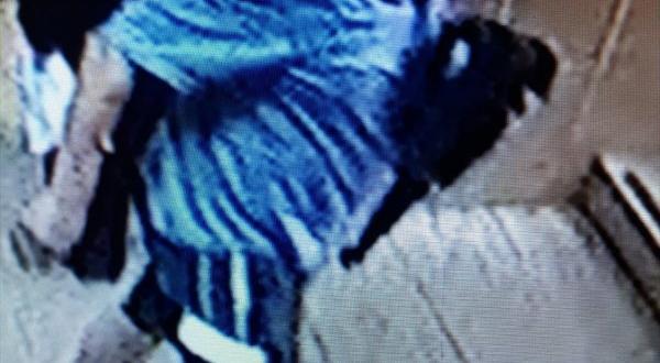 Maskeli hırsız restoranda yemek yerken yakalandı