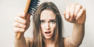 Saç dökülmesine ne iyi gelir? Saç dökülmesi nedenleri kadın ve erkek için farklı mıdır? Saç dökülmesi çözümü için şampuan yeterli mi?