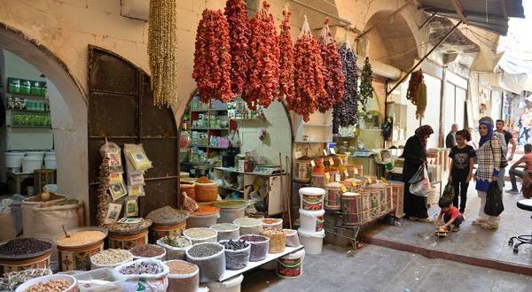 Tarihi şehrin baharat kokan çarşısı
