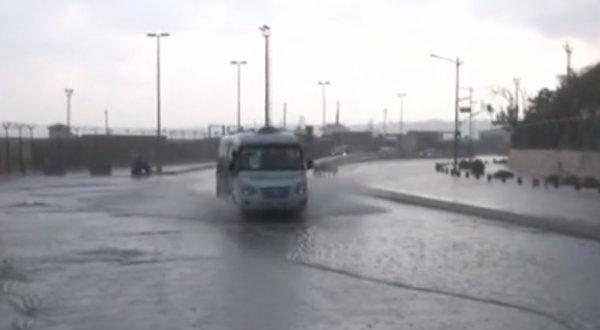 Üsküdar'da yollar göle döndü