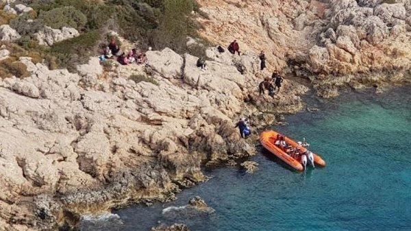 Antalya'da yardım isteyen 24 düzensiz göçmen kurtarıldı