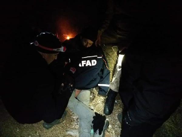 Ayağı kırılıp arazide mahsur kalan avcı kurtarıldı