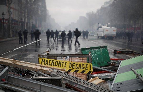 Fransa'da akaryakıt zammı protestoları sertleşiyor