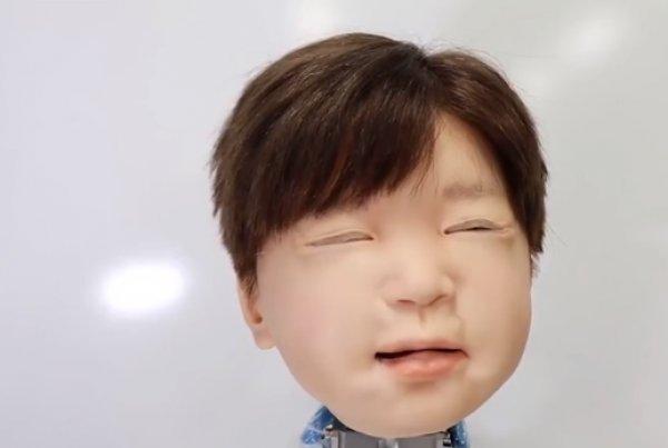 Gerçekliğiyle şaşırtan Japon robot