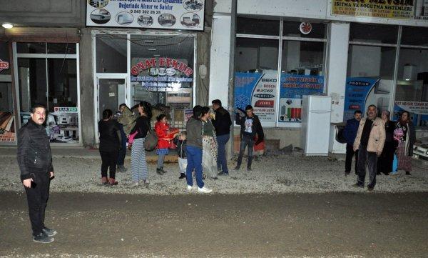İran 'daki yer sarsıntısı Hakkari 'de de hissedildi