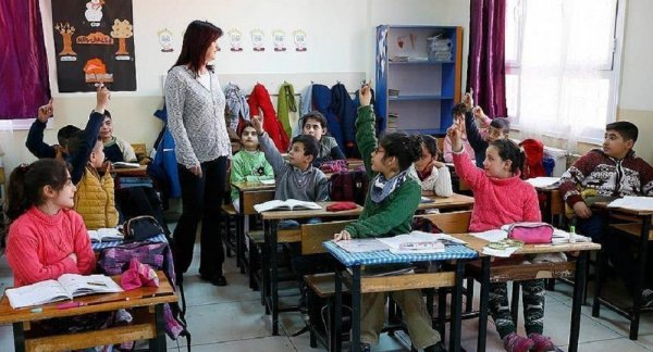 Öğretmenlerin mesleki gelişimi baştan yapılandırılıyor