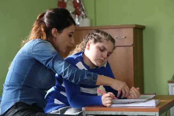 Arzu öğretmen hasta öğrencisini yalnız bırakmadı