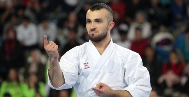 Şampiyon Karateciler Madalyalarını Aldı