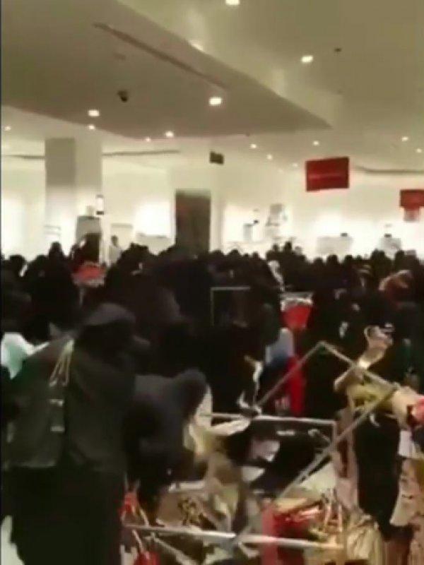 Suudi Arabistan'da indirim çılgınlığı