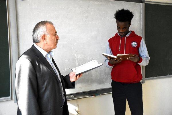 Yabancı öğrenciler Türkiye'de geleceğini inşa ediyor