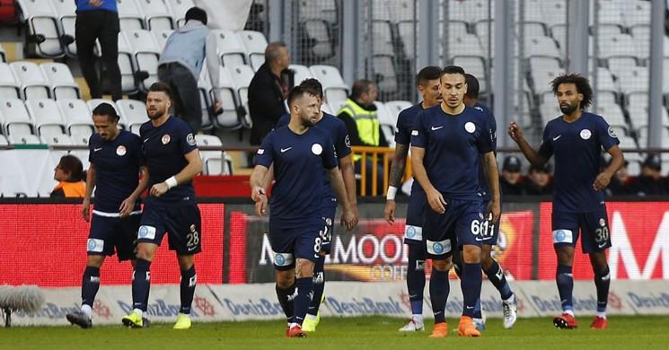 Antalyaspor Evinde Göztepe'yi Serdar Özkan'ın Golüyle 1-0 Mağlup Etti