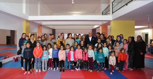 Erdemli Belediyesi'nden Gençlere Spor Desteği