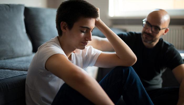 Erken erginlik nedir? Ergenliği etkileyen faktörler nelerdir? Erken erginlik ne süre tedavi edilmelidir?