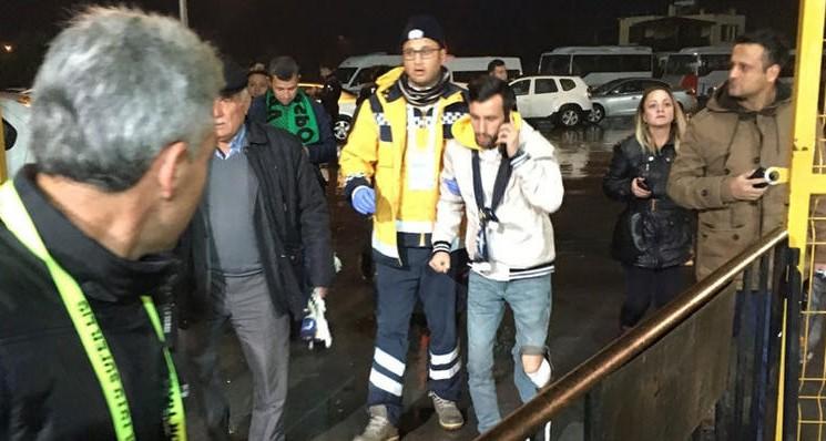Fenerbahçe Tribününde Bıçaklı Kavga; 1 Zarar Görmüş