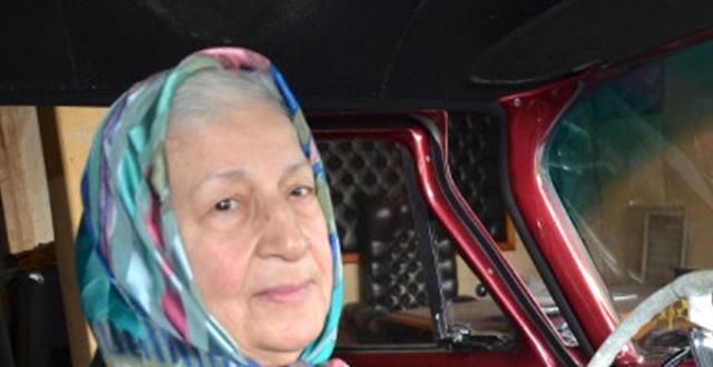Ihtiyar Kadının Vefası Duygulandırdı! Kocasından Servet Kalan Araca Gözü Gibi Bakıyor
