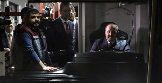 Türkiye'nin Gurur Duyduğu Proje! Bakan Varank, Yüzde 70 Yerli Elektrikli Otobüsü Test Etti