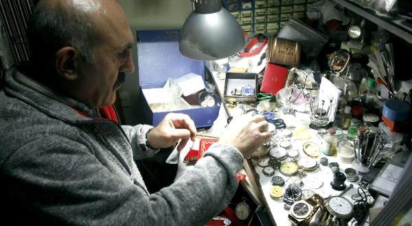 Yarım Asırdır Uğraştığı Saatçilik Mesleğinde Koleksiyonları ile Uyarı Çekiyor