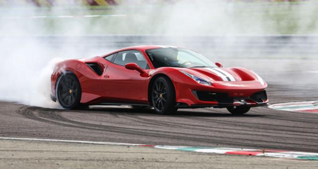 Yılın Süper Otomobili Ferrari 488 Pista Oldu