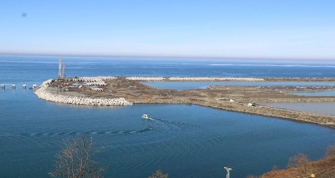 Rize-Artvin Havalimanı'nda 511 günde 17 milyon 600 bin metre küp deniz dolgusu gerçekleştirildi