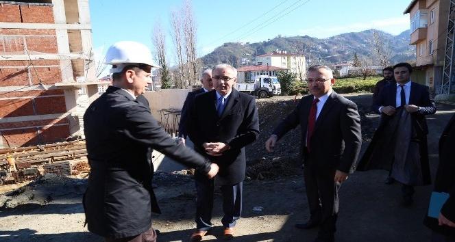 Rize Valisi Kemal Çeber Diş Hekimliği Fakültesi inşaatını inceledi